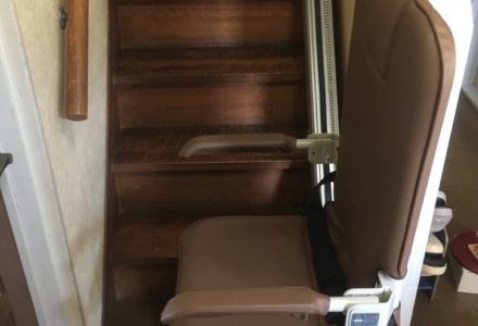 階段昇降機 神奈川県 設置事例125 「SEC9K-R」
