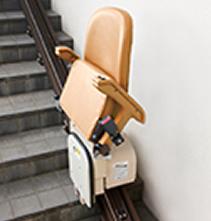 いすを折りたためる「コンパクト収納」