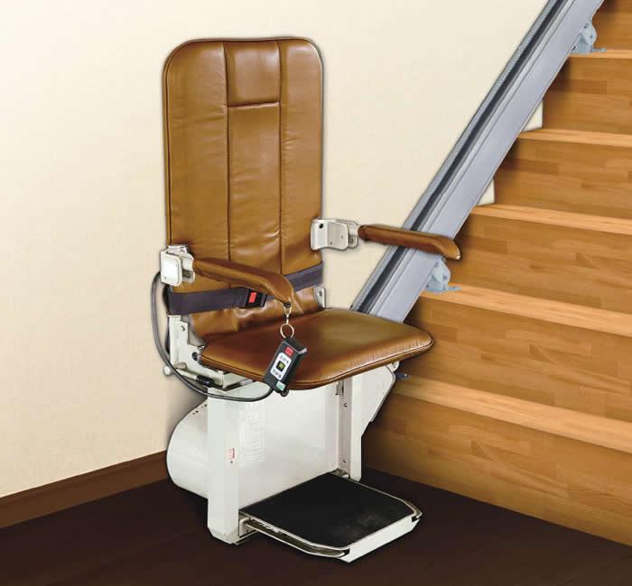 スリムでコンパクトで機能性も追及した階段昇降機