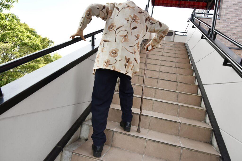 階段の上り下りが負担